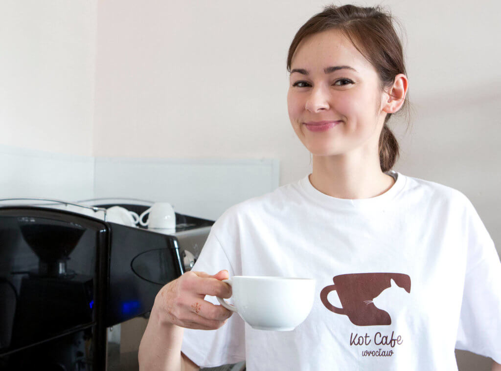 Kelnerka w Kot Cafe