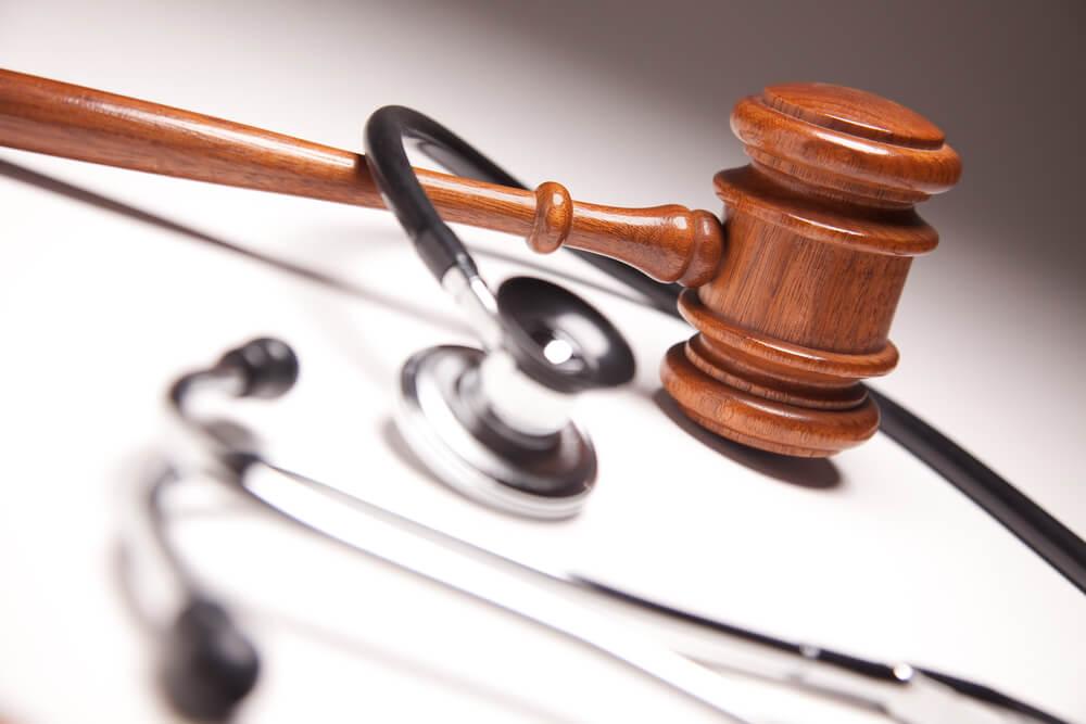 Salpingektomia i wazektomia na życzenie – legalne czy nie? Rozmowa z prawnikiem