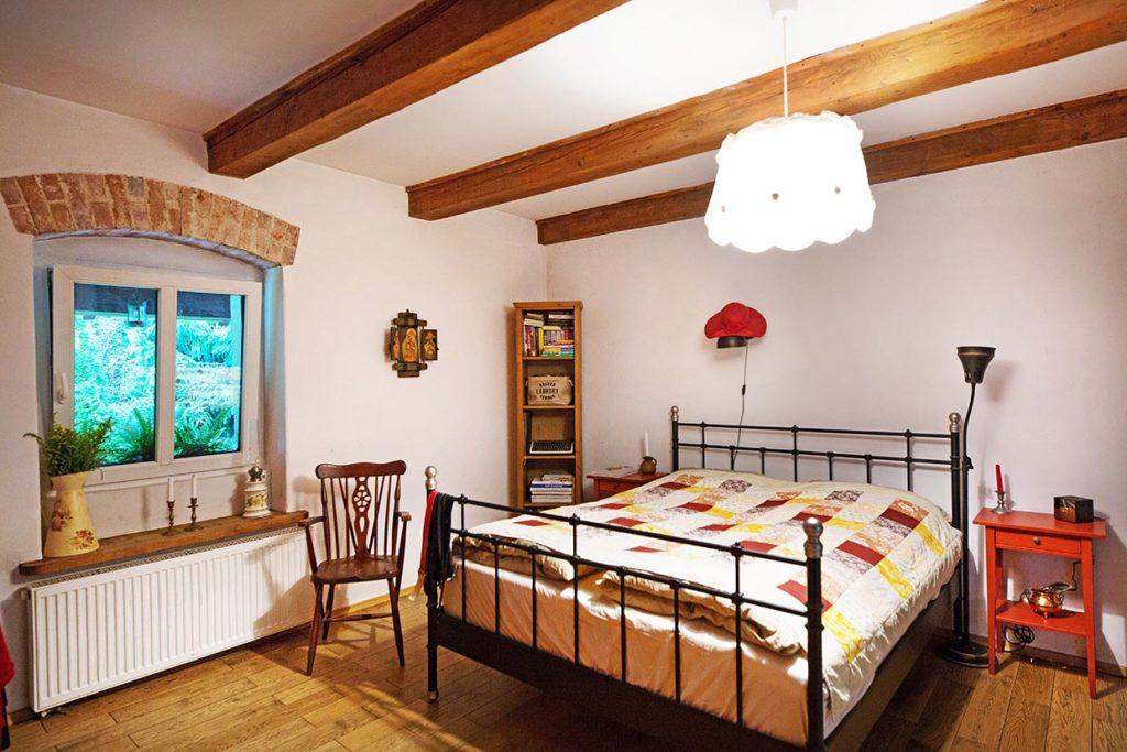 Sypialnia w wiejskim stylu